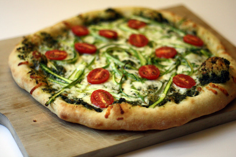 pesto pizza with asparagus