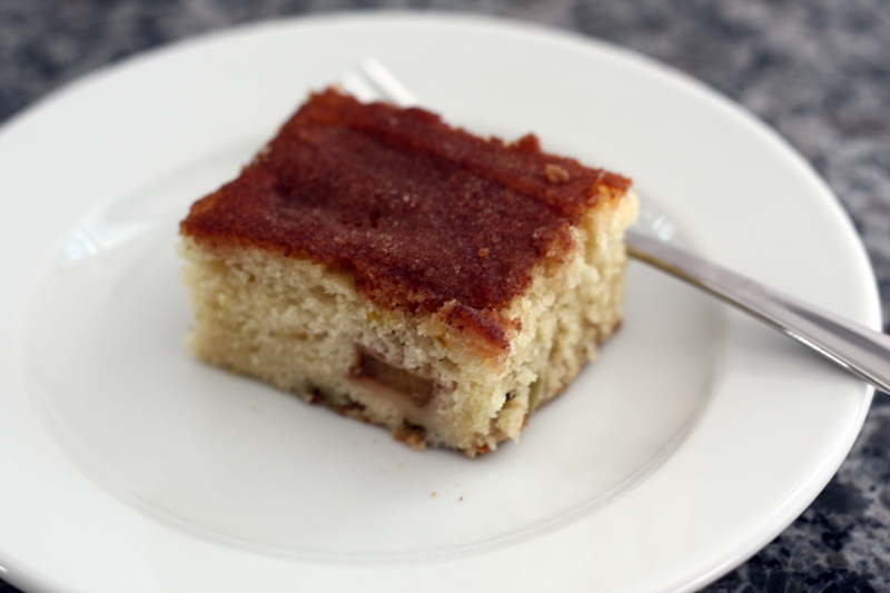 rhubarb cake slice